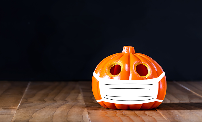 A Jack-O-Lantern wearing a face covering to protect others from COVID-19